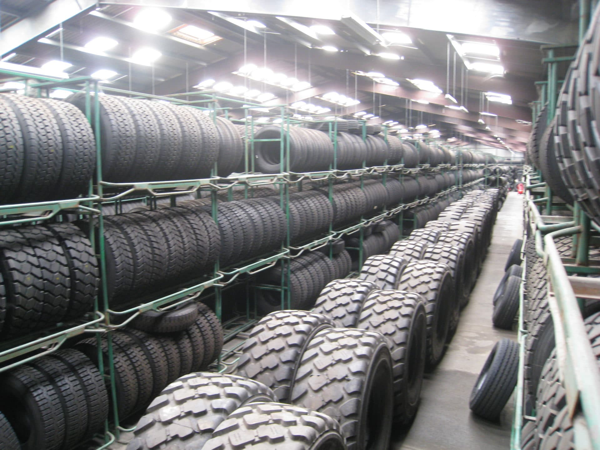 Achat de pneus le plus grand choix de pneus pour voitures, 4x4, SUV, camionnettes, poids lourd, accessoires avec centres de montage rapides de vos pneus